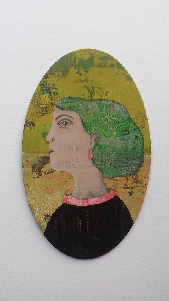 Tableau ovale  femme verte