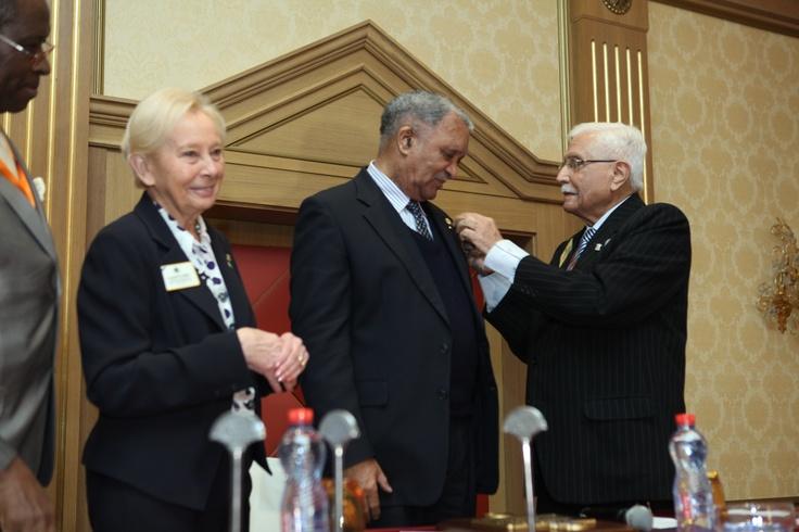 The PIP Ashok Mehta makes the President Nelson Mandela (represented by the Ambassador of South Africa in Algeria, M. Joseph KOTANE), Melvin Jones Fellow.