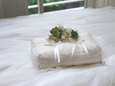 ring pillow flower クリスマスローズのリングピロー  http://www.vingtquatre.com