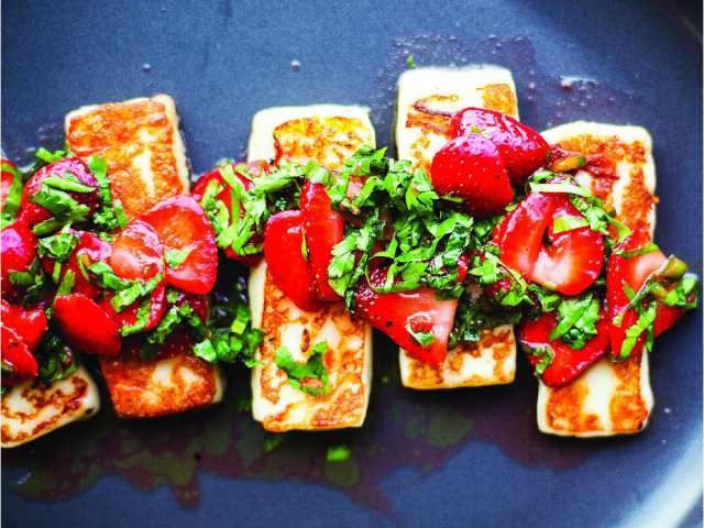 What to eat: Grilled Halloumi cheese with strawberries, ready in 20 ...