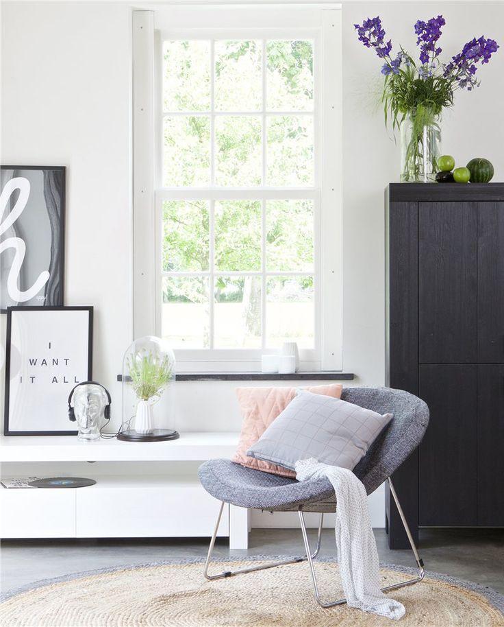 Nee, grijs is niet saai. Alles behalve! Zo'n fauteuil als deze is prachtig voor jouw moderne of Scandinavische interieur. #vlinderstoel #woood