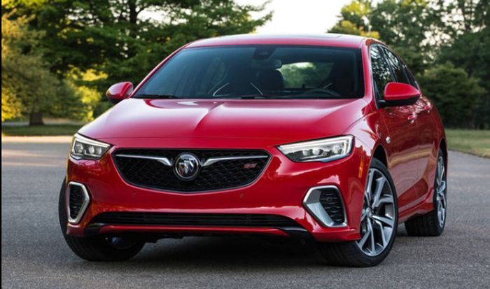 2018 Buick Regal front