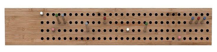 We Do Wood Knagerække - Bambus - Brugervenlig og grafisk lækker horisontal knagerække i smukt bambustræ. Til knagerækken medfølger 12 træpinde i forskellige farver og længder, som kan flyttes rundt på knagerækken alt efter ens behov. En knagerække med uendelige muligheder.