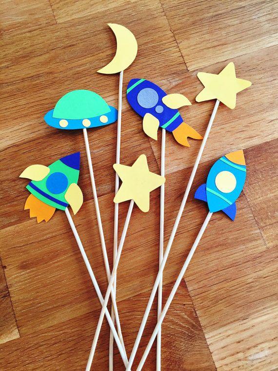 12 espacio tema Cupcake Toppers - nave espacial, planetas, Aliens, muchacho, bebé ducha Decor, Luna, estrellas, fiesta de cumpleaños de los niños, Topper de la torta