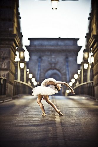 #Beautiful #Dance #Girl #City #Ballerina #Ballet