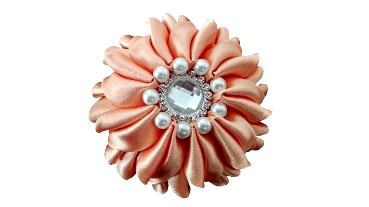 Classy brooch, beautiful for your dress, blazer or gown. Dazzle the crowd.