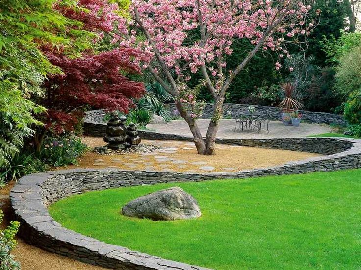 Steinmauer im Garten - Stützmauer im Feng Shui Stil