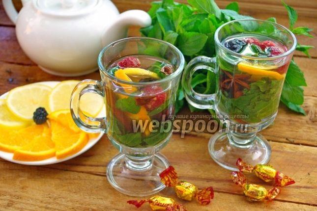 4. Чай с травами и ягодами которые были только что собранны с сада....