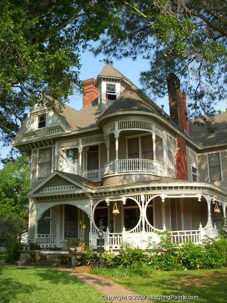 Best 25 victorian porch ideas on pinterest for New victorian style homes