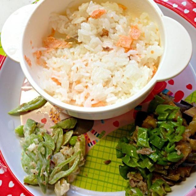 #娘の離乳食の記録 *鮭ご飯*茄子とシシトウの味噌炒め*ササギのサラダ - 2件のもぐもぐ - 幼児食50d晩ご飯 by attyann