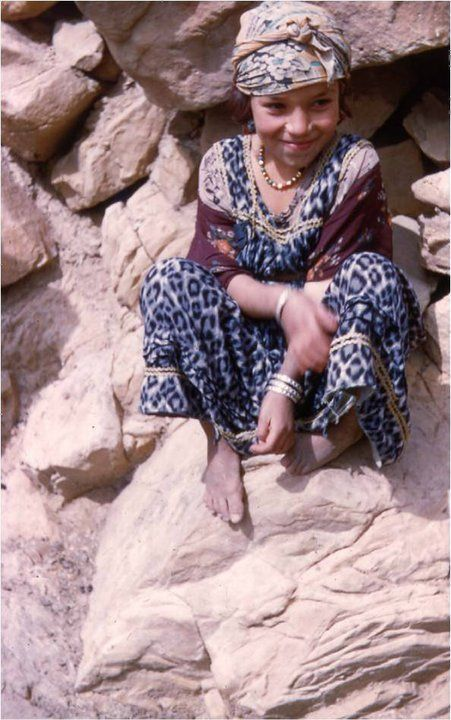 Chaoui girl, Aurès Mountains (Algeria) {OMG she looks just like DH's niece, I want to squeeze her!!!!!}