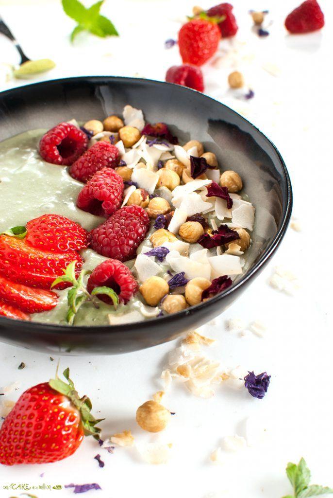 Matcha smoothie bowl _ white photography
