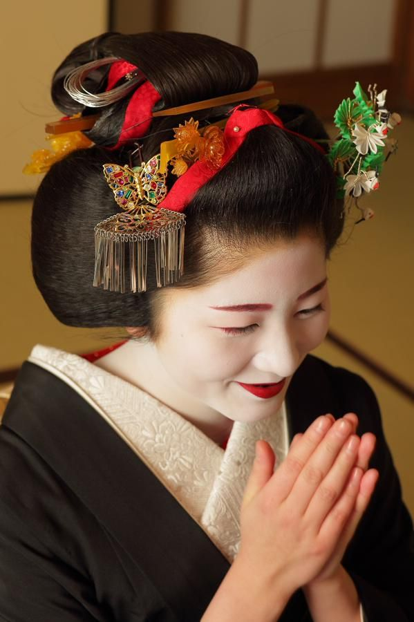 Sakkou style. Satsuki-san will become a geiko on the 23rd of February 2015. sakkou hairstyle | Tumblr:
