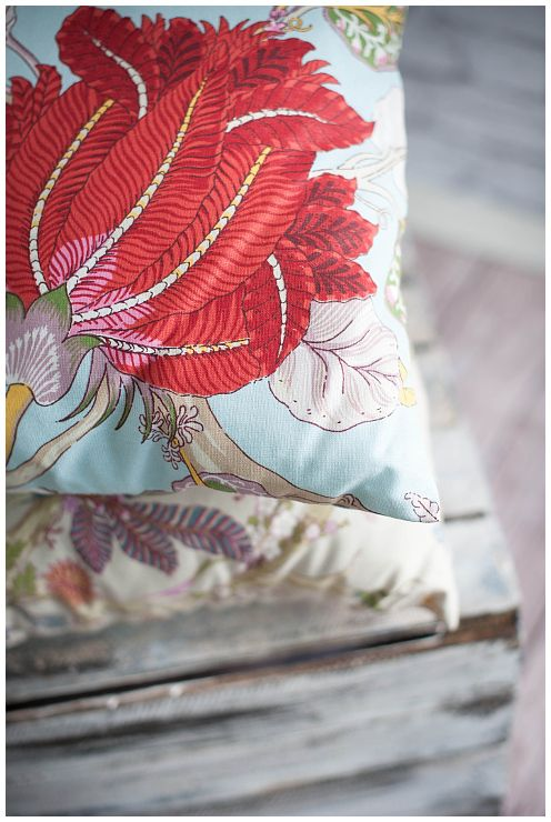 Exotic Power! Available at http://sklep.colorforhome.pl/pl/p/Poduszka-Exotic-Flower/119 . Shoot us an email at team@colorforhome.pl #pillow #flowerpillow #handmade
