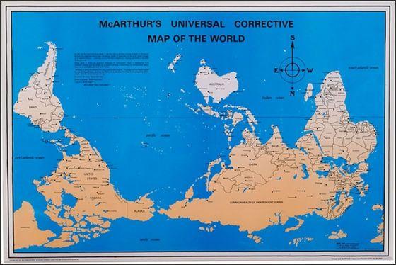古代エジプトの地図は「南」が上になっていました。これはナイル川が重力に従って北に流れていく様子を表すためだと思われます。また、中世にはほとんどのヨーロッパの地図が「東」を地図の上に持ってきていました。同時期、アラビア人の地図作製者は「南」を地図の上に持ってきていたそうです。これらの理由は、それぞれがそれぞれの信仰の対象(エルサレム)と自分たちの国を地図の見やすい位置に配置した為とのこと。- GIGAZINE | なぜ地図は「北」を上にして描かれるのか?