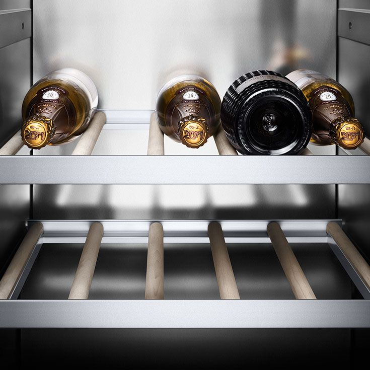 The Vario wine climate cabinets RW 464 and RW 414 provide a secure environment for wine using aluminium trays and untreated beech rods: materials that have no effect upon aroma or taste. Perfect storage.