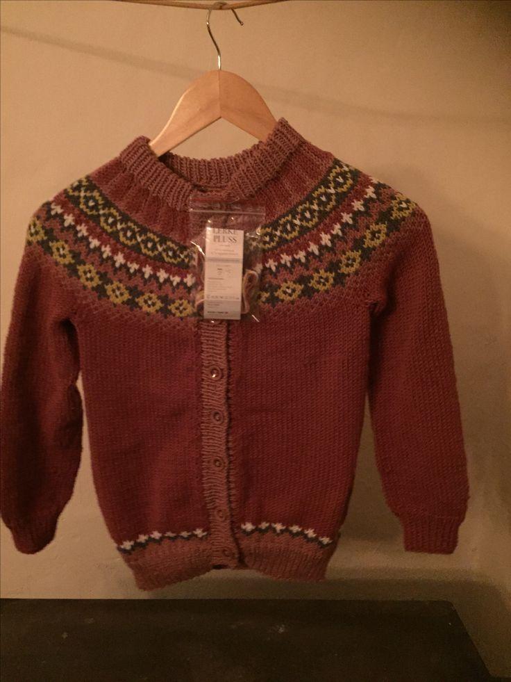 Marie-jakke Str. 8 år, strikket i Lerke pluss