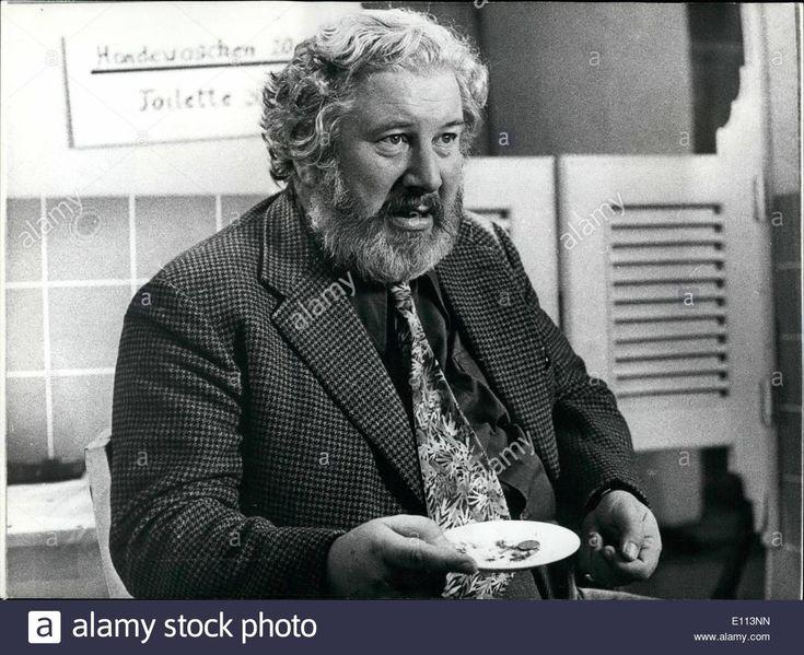 Oct. 10, 1975 - Peter Ustinov The ''toilet Attendant'': Peter Ustinov Stock Photo, Royalty Free Image: 69481041 - Alamy