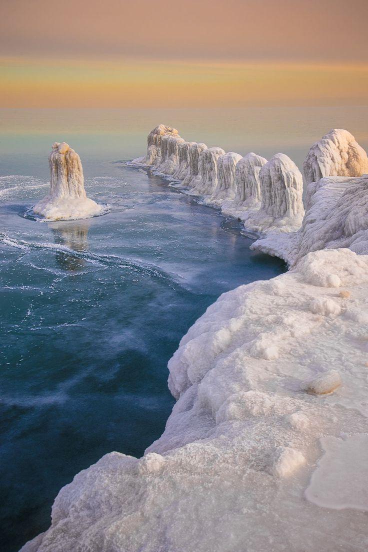 Vórtice polar - condiciones de invierno extremo aquí en un lago de Michigan. El lugar en el que estaba de pie mientras tomaba esta foto estaba hecho de capas de hielo de 10 pies.