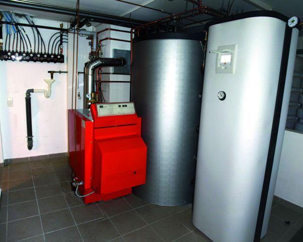 THERMO|SOLAR Žiar, s.r.o. je nielen najväčším slovenským výrobcom slnečných kolektorov, ale poskytuje aj ďalšie služby a produkty súvisiace s obnoviteľnými zdrojmi energie (OZE). Zákazníkom stačí obrátiť sa na firmu a dostanú v nej komplexné poradenstvo a služby týkajúce sa využívania slnečných kolektorov, fotovoltických (FV) panelov na výrobu elektrickej energie, tepelných čerpadiel a kombinácie rôznych systémov. Informuje o tom riaditeľ THERMO|SOLARU Ing. Milan Novák.