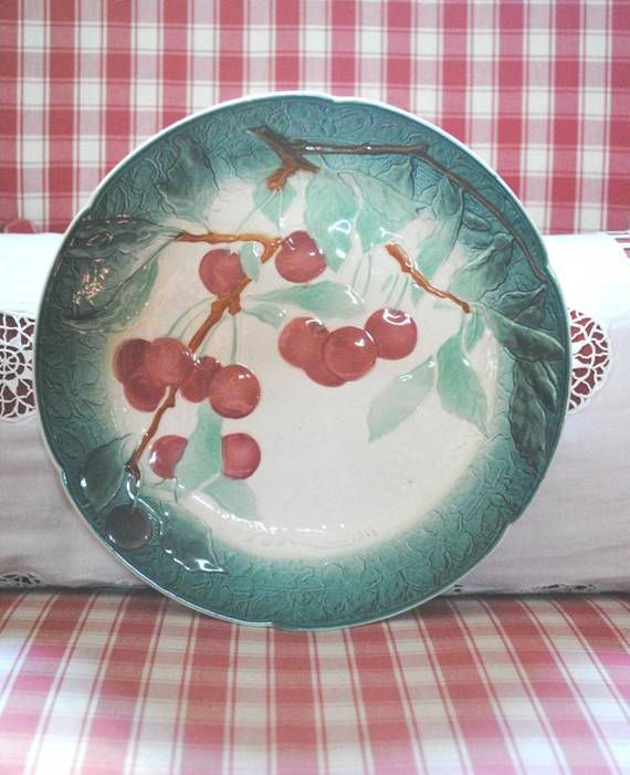 Antique French Majolica BARBOTINE Plate CHERRIES LUNEVILLE di villavillacolle su Etsy