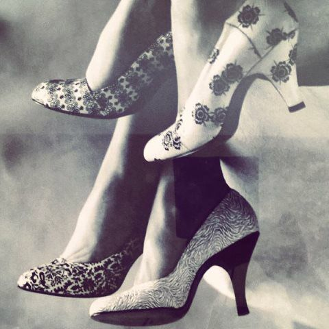 Photos of high-heeled shoes in N.Y hotel