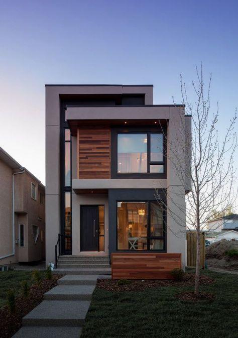Analizaremos dos modelos de fachadas de casas modernas que utilizan elementos de diseño contemporáneos como grandes cristales, madera y el uso de armoniosas estructuras de hormigón, descubre detall… #casasmodernas #modelosdecasasdemadera