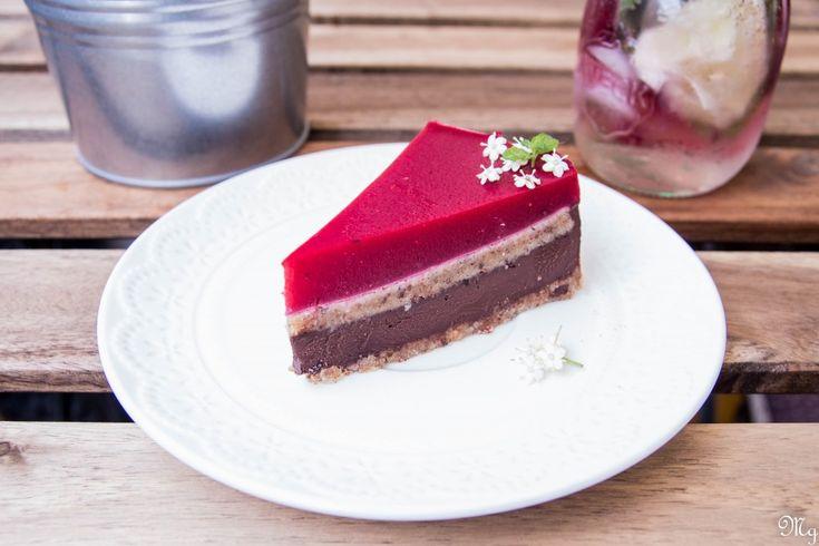 Čokoládovo-orechovo-malinová torta