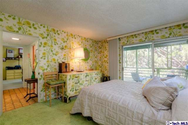 Lime bedroom – cool wallpaper