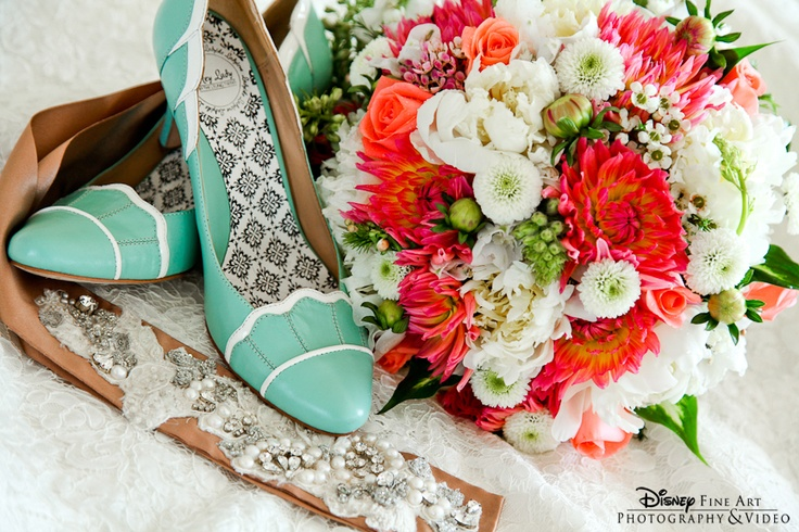 Green shoes and mixed floral bridal bouquetGreen Shoes, Bridal Bouquets, Hitched Post, Bukiet Ślubny, Them Add Yellow, Champagne Sash, Mint Weddings, Mixed Floral, Floral Bridal