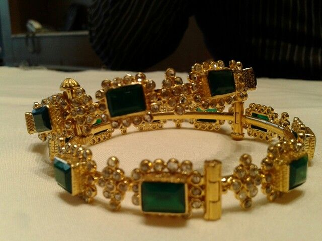 bangle design using rectangle emeralds and polki