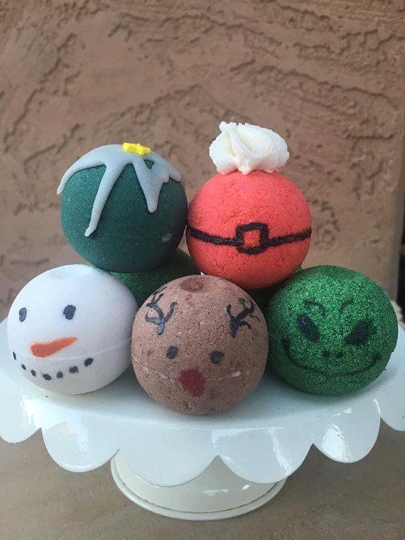 These Handmade Bubbling Christmas Bath Bombs make fantastic stocking stuffers! (AFF)