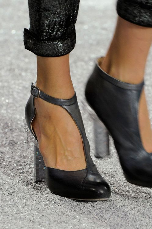 #Chanel F/W 2012: Fashion Shoes, Fashion Style, Design Clothing, Chanel Fw, Black Shoes, Chanel Shoes, Black Heels, Girls Fashion, Girls Shoes