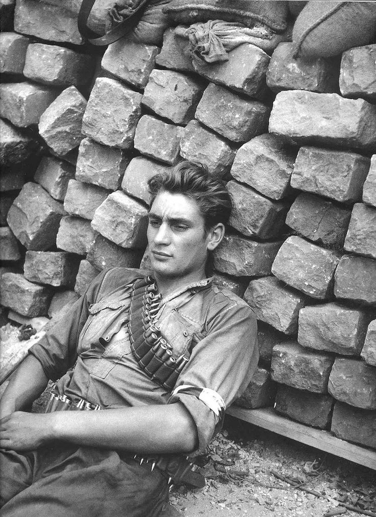 Robert Doisneau,Resistance fighter resting, 1944