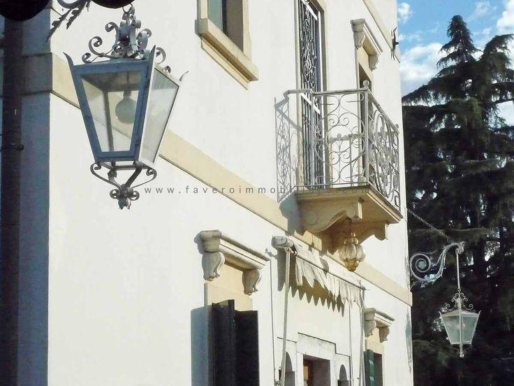 SANTA MARIA di SALA - Villa veneta restaurata di recente con porticato e adiacenza (ex stalla). - Agenzia Immobiliare Favero