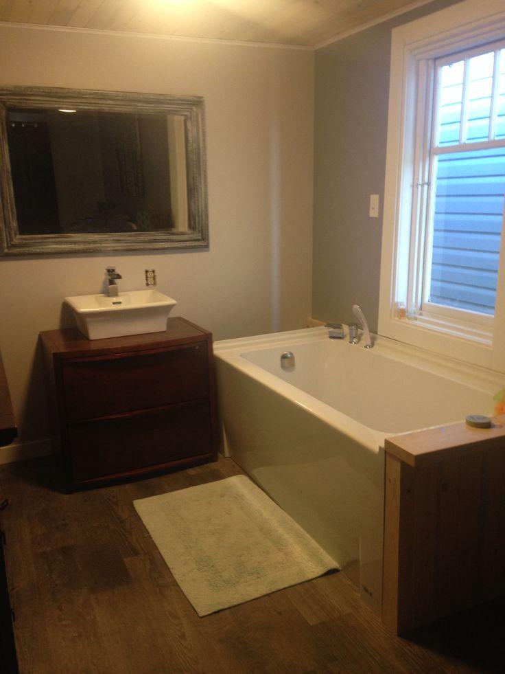 sink in, tub working!  three years and I finally have a tub....hmmmmm :)