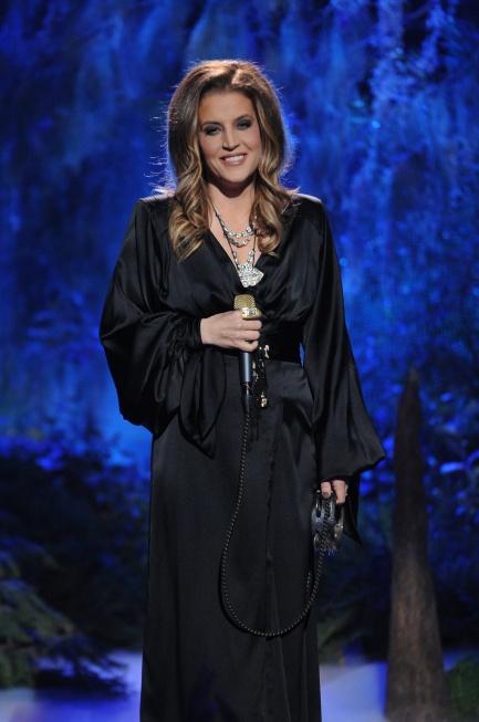 Lisa Marie Presley performs on AMERICAN IDOL