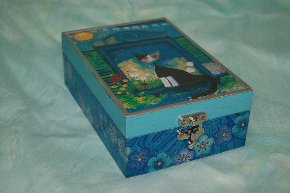 Tea box Cat in blue window