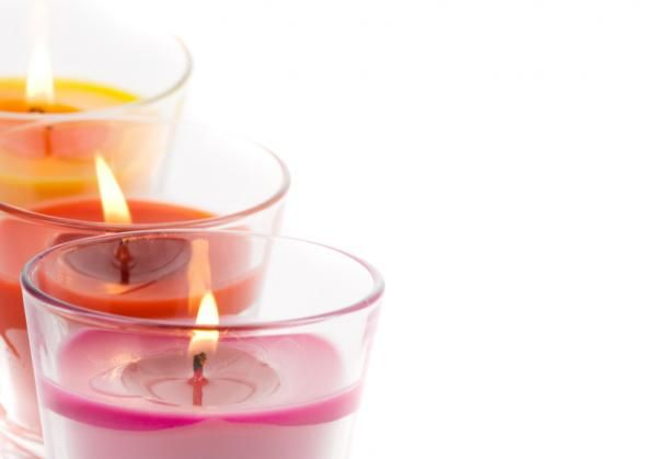 Significado de las velas según su color. Al contrario de lo que mucha gente cree, las velas no son solo objetos que utilizar en forma de decoración o para aromatizar algún espacio. Desde hace generaciones las velas han venido siendo utilizad...