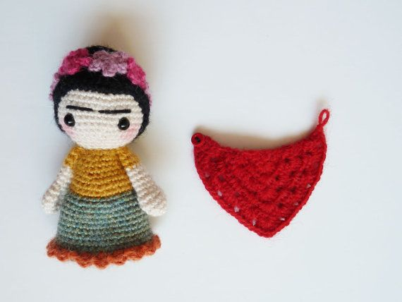 Frida Kahlo doll  handmade frida kahlo doll   por CreepyandCute