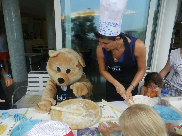 Lulu fa i biscotti con i bimbi