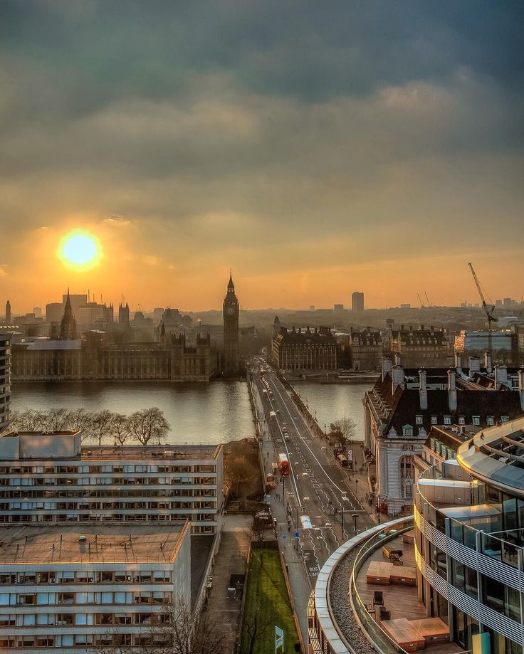 What a great way to end the week  A perfect view of #Westminster at #sunset…