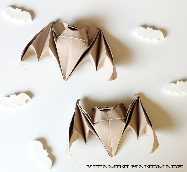 origami bats just in time for halloween by vitamini via flickr