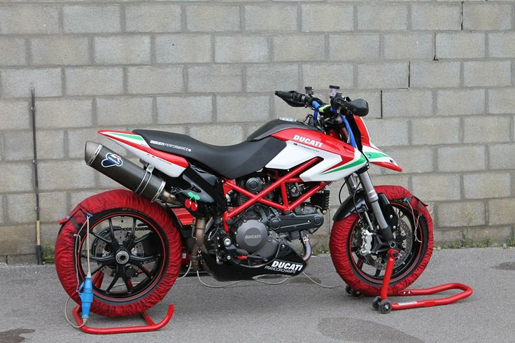 ducati hypermotard race 796 tricolor ducati race pinterest ducati and ducati hypermotard. Black Bedroom Furniture Sets. Home Design Ideas