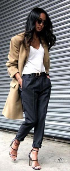 Самой популярной вещью в женском гардеробе являются брюки. Трендом нынешнего сезона стали женские брюки бананы. 8
