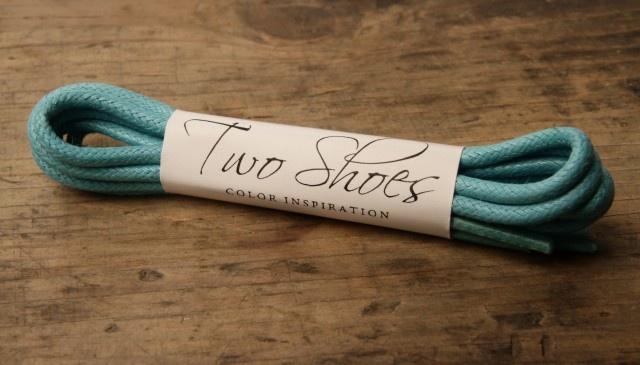 Světle modré tkaničky