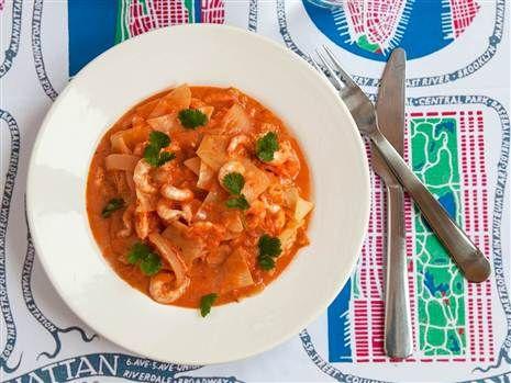Härliga asiatiska smaker blandas i den här enkla och snabblagade thaigrytan med räkor. Recept: Mari Bergman  Foto: Susanna Livijn Wexell