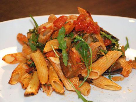 Ugnsbakad pasta med parmesan och aubergine | Recept.nu