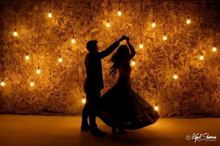 If Bollywood is like your thang, then you have got to get some cliché but super cute poses for your pre wedding, made iconic by B-town! While some of them are predictable and romantic, others are super fun! Whether or not you're getting a Bollywood-themed pre wedding shoot, these poses are pret