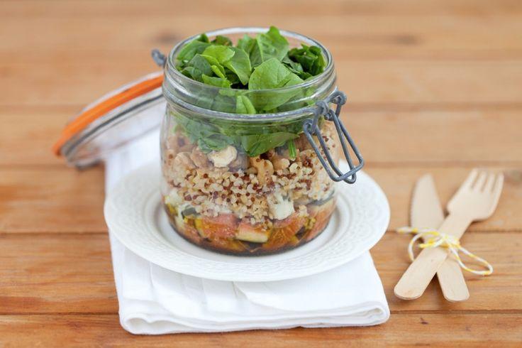 Insalata di quinoa e bulgur, fichi, roquefort e noci nel barattolo